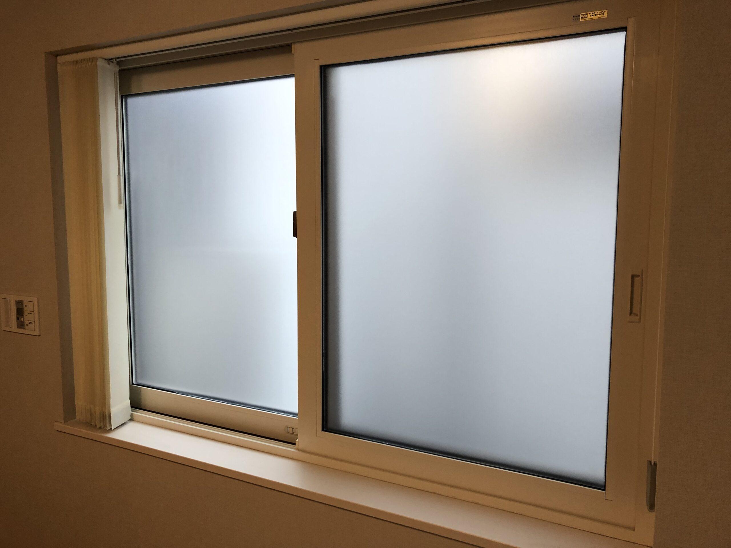 福岡市西区で窓ガラスに目隠しフィルムを施工!