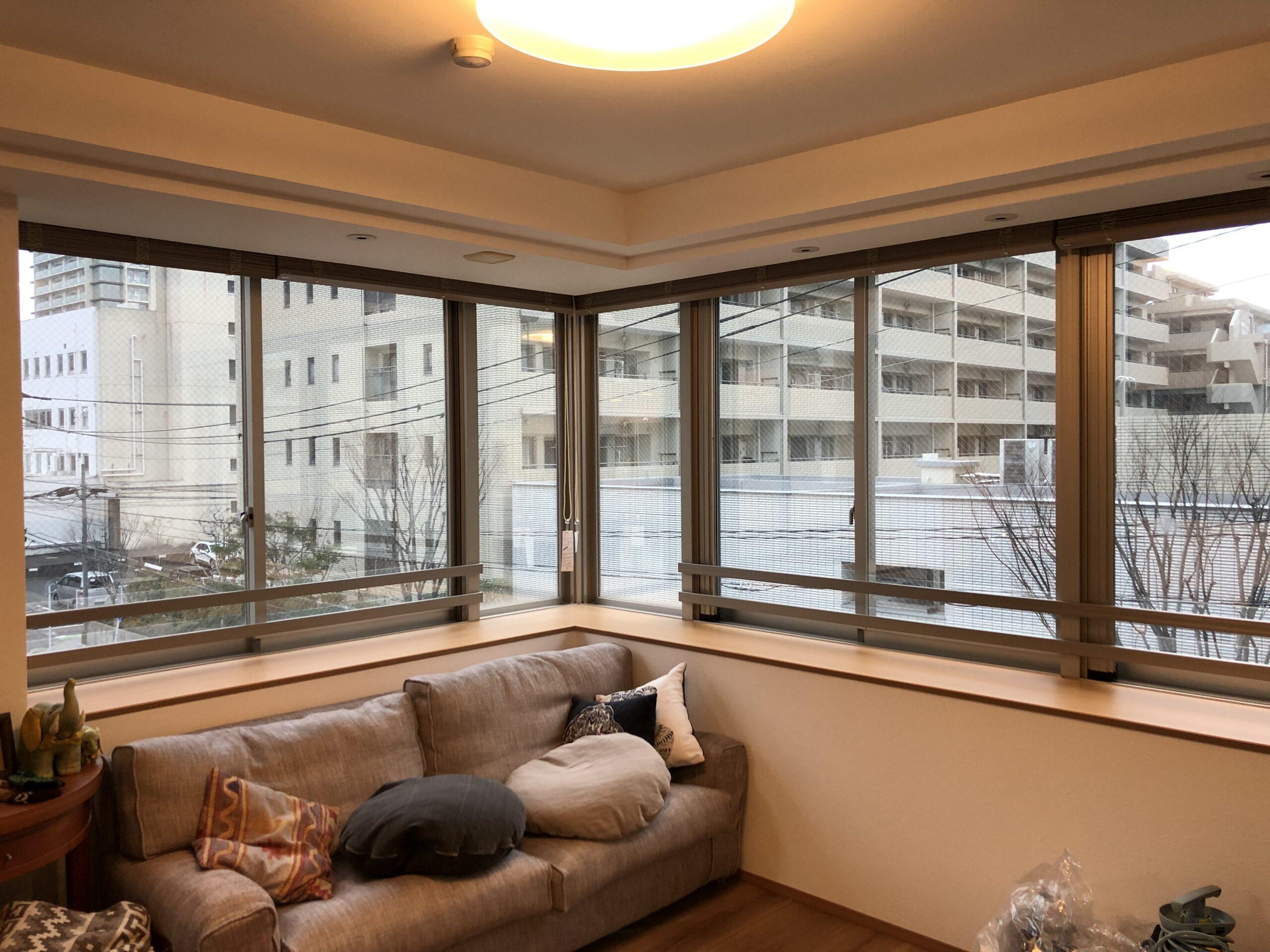 早良区西新で窓ガラスに目隠しミラーフィルムを施工