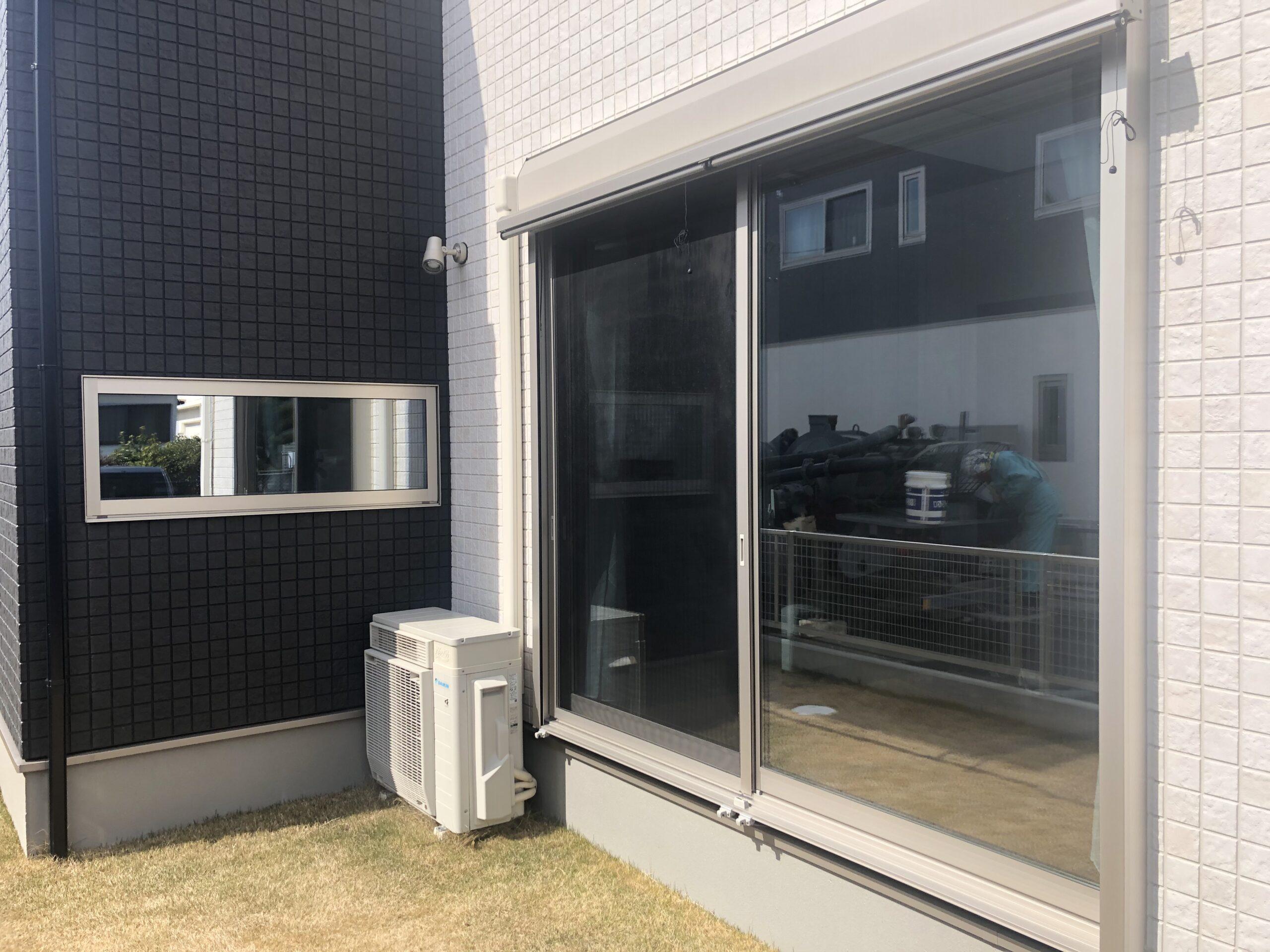 福岡県久留米市で窓ガラスに目隠しミラーフィルムを施工
