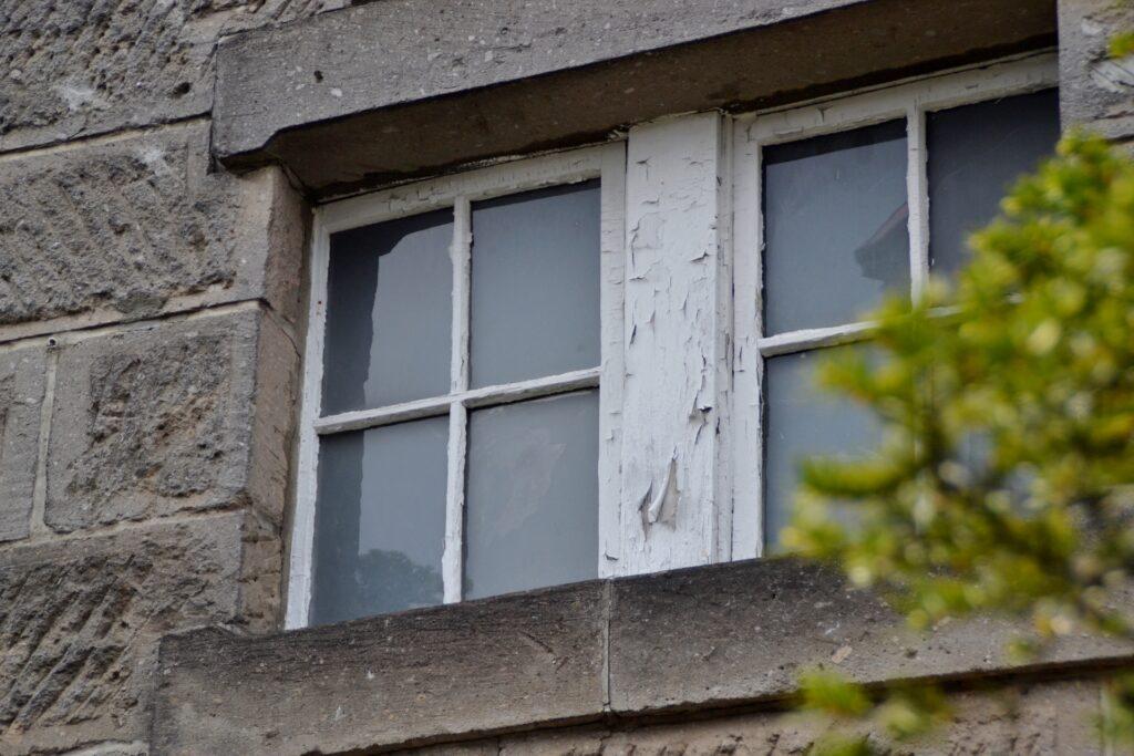 石造りの家の窓