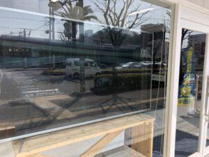 窓ガラス反射低減フィルム