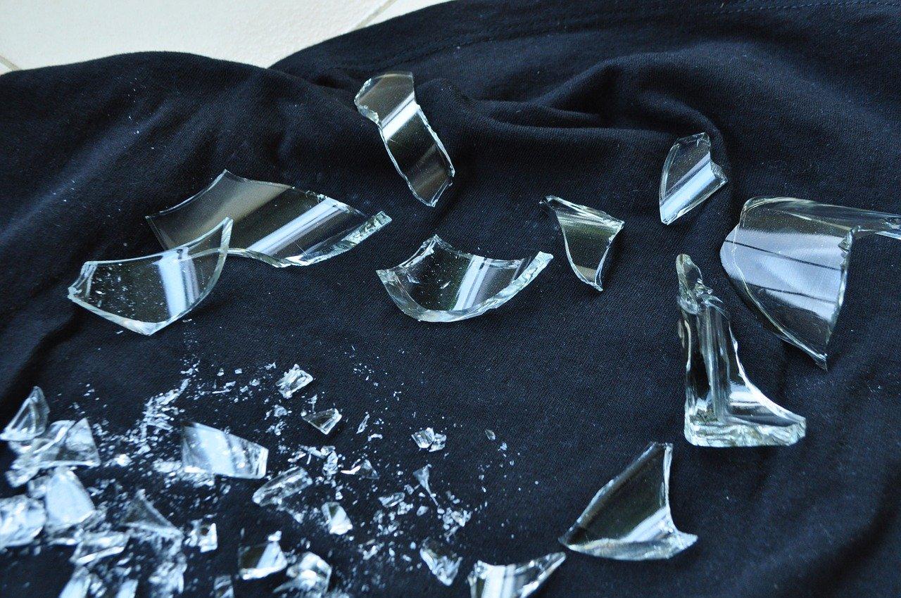 ガラス 破片