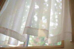 窓 カーテン 隙間